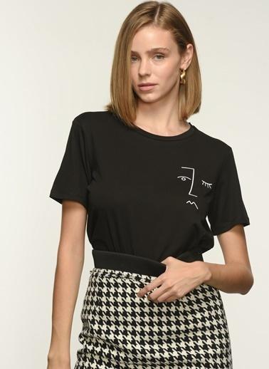 NGSTYLE Ngkaw21Ts0006 Nakış Detaylı Tshirt Siyah